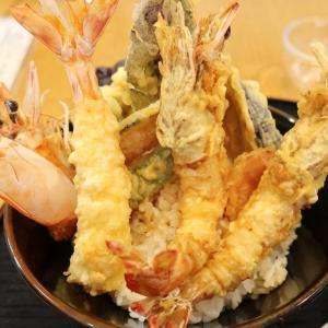 宜野座村「球屋」で超デカ車海老の天丼を食べ比べ