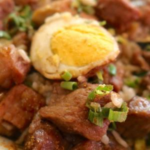 「もつ焼き あぶさん」の日曜ランチは何でもオーダーOK、ってことで魯肉飯&ラム串ランチ