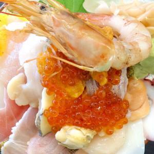 宜野湾港近くの「海産物食堂 琉球」で名物の豪快海鮮丼!
