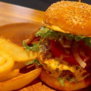 那覇「HAMBURGER DINER FLIP-FLOP」で肉三昧のハンバーガー