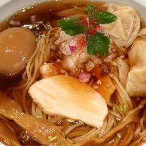 「麺D Noodle Dining」の煮干、鶏、ワンタンが楽しめる冷やし煮干しラーメン