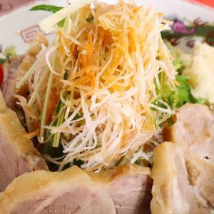 二郎インスパイヤ「赤ひげラーメン」で豚とニンニクを楽しむ冷やし中華