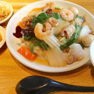 那覇・牧志「裏路地酒場 アジア麺 樹」がランチを開始! まずは中華丼餃子定食