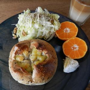 今、出来るところから&朝食はチーズパン&サラダ
