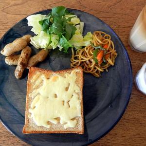 部屋を片付けた&今日の朝食はチーズパン