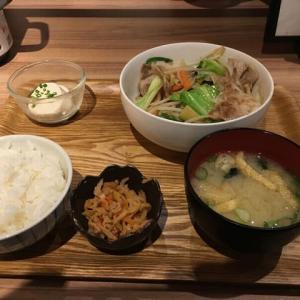 最近、お気に入りの昼食。七色食堂。