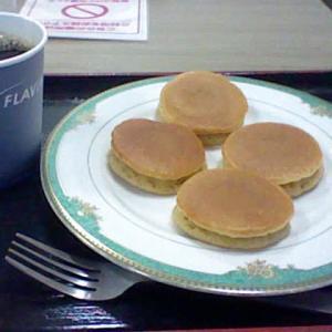 今日、渋谷の某所で食べた ちいさなちいさな パンケーキ ♪