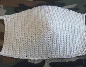 マスクを細編みで編んでみました