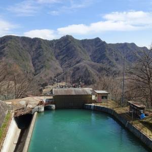 【生坂村】昭和電工広津発電所の上部水槽横で優雅に花見をしてみた