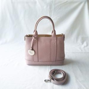 上品で美しいバッグ【BEVINI】オールシーズン差し色に使えコンパクトでも収納力あり!