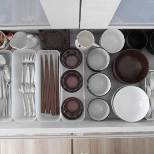 狭いキッチン。収納グッズ選び5つのルールと2つのコツ