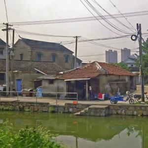 現代の村に潜入