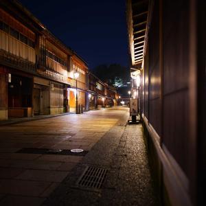 FE24mmF1.4GMレンズで、ひがし茶屋街の夜景を撮ってきました。