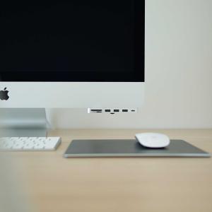 iMacの背面USBポートを使いやすく|アルミニウム TYPE-CクランプハブPRO レビュー