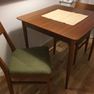 ダイニングテーブルと椅子のこと。