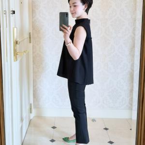今日の服。黒い服は「コンパクトに可愛く」を意識しています。