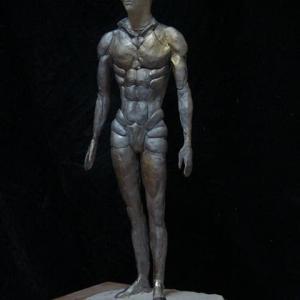 【現代彫刻家】「21C末のアダム」