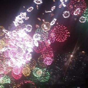 夜空を彩るサプライズ花火