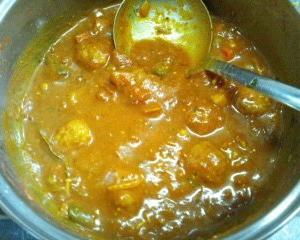『ヘンゲカレー』と『野菜と高野豆腐の煮物』を作りました。