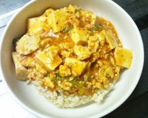 麻婆豆腐丼と餃子のセットの日