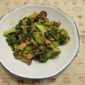 ブロッコリーとキノコの香港洋食風味炊き
