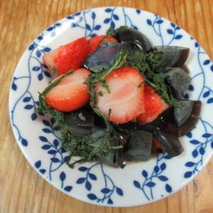 苺と皮蛋の大葉風味炊き