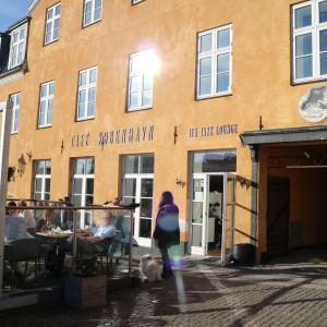 カフェで一休みしてからコペンハーゲンへ