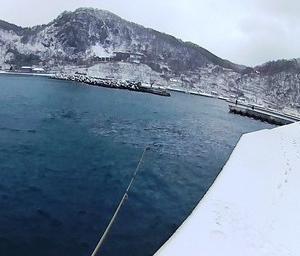 大荒れの天気を突いて幌武意漁港