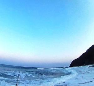 サクラがまだ見えない精進川、堀株川河口海岸