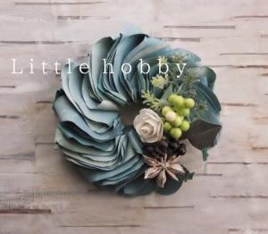 ストックフォト~ミニチュアのユーカリの葉っぱのミルフィーユリース(ペーパークラフト)