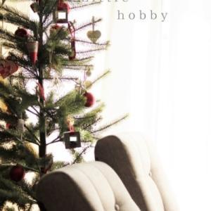 リビングのクリスマスツリーと座椅子
