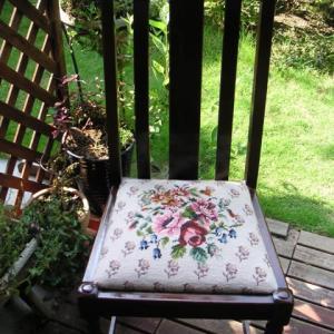 ニードルポイントの椅子
