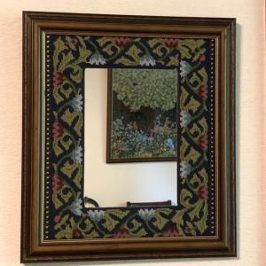 ニードルポイントの鏡
