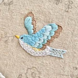 鮮やかな青*幸せを呼ぶ『青い鳥さん』の刺繍 と うさぎさん、パン屋さんの帰り道~線で描く動物刺繍~