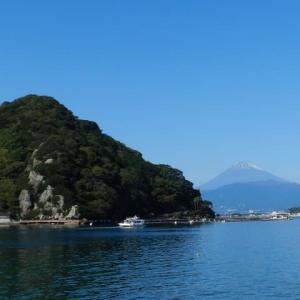 秋晴れの淡島と富士