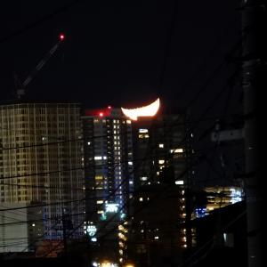 【静岡県浜松市】2020年元旦の都会に沈むお月様より