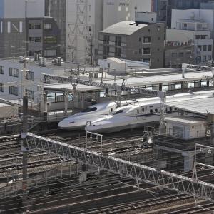 JR浜松駅に新幹線が2編成停車、ドクターイエローも待機