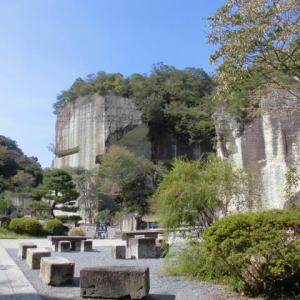 大谷資料館、幻想的な大谷石採石場跡とロックサイドマーケット。