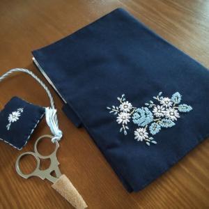 お花の刺繍のツールケース完成、買った本など。