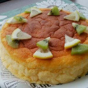 スフレヨーグルトケーキと、おろし金マイクロプレイン。