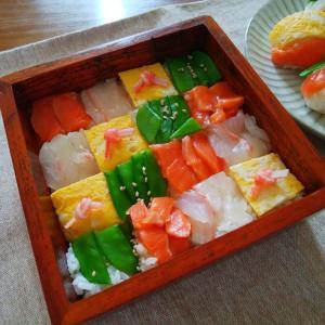 ミニお重でモザイク寿司作りました。