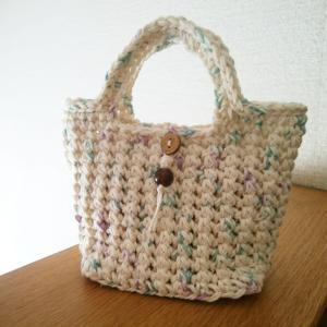 かぎ針編みでミニサイズのバッグと、とうもろこしご飯。