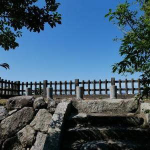 中津城内の金刀比羅宮と河川敷公園