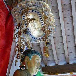 間近くで釈迦如来坐像を眺める 九州西国霊場第二番「長谷寺」【大分県中津市】