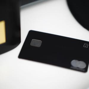 クレジットカードも SNS へアップできる時代。クレカからアレが消えたデザイン