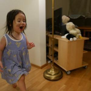 【2歳7ヶ月 娘】 とにかく走る。