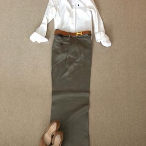 新しいZARAのパンツと白シャツで休みたいけど…