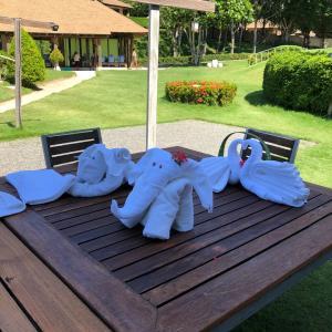 プールサイドでタオルアートを学ぶ@ Naka  Island Resort タイ・プーケット