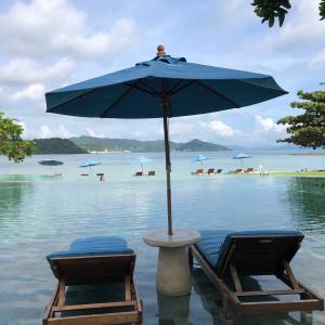 リゾートのライブラリーに本を寄付@Naka Island Resort