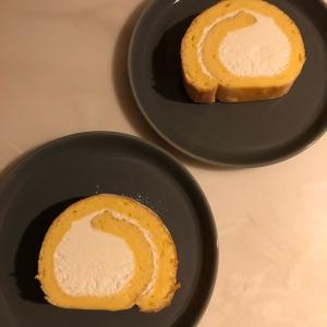 こんな時間にロールケーキ…